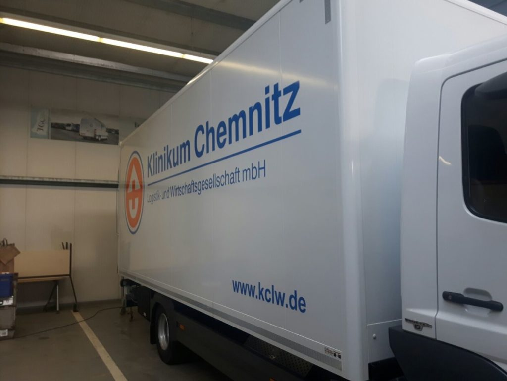Klinikum_Chemnitz_Lkw Farhrzeugfolierung Chemnitz Future Werbeagentur